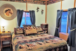 Outlaw Cabin Queen Room, Geronimo Trail Guest Ranch, New Mexico